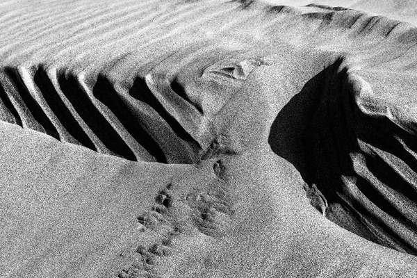 Black and White Sand Patterns (1)