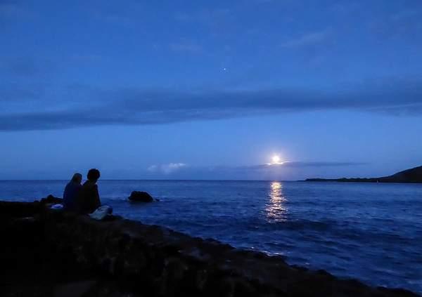 Full Moon Setting On Kealakekua Bay (1 of 1)