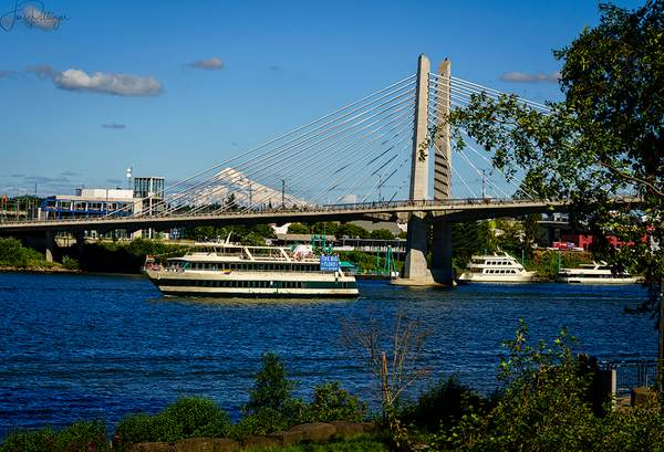 The_boat,_the_mountain,_and_the_Bridge