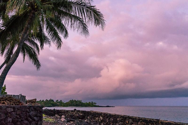 Dawn_AT_Kealakekua_Bay