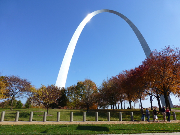St Louis arch (2) by Gary Acaley