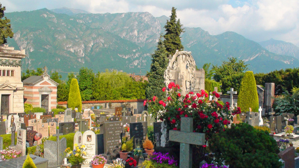 Bellagio cemetary by Gary Acaley