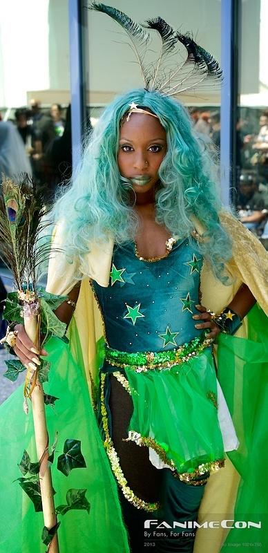 Light blue hair w green n gold-large 202