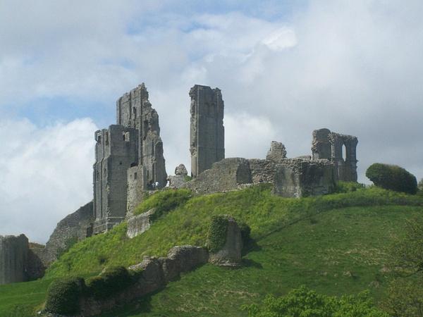 Corfe Castle by AlvinKnight
