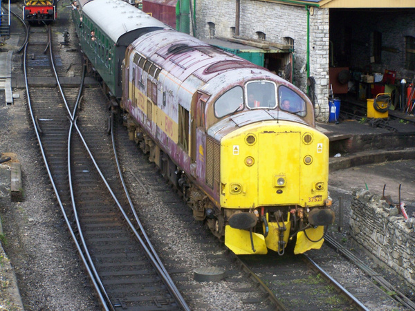 37521 arrives at Swanage 12-05-13 by AlvinKnight