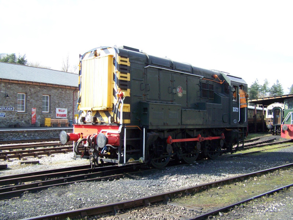 D3721-1 (09010) Buckfastleigh 30-03-13 by AlvinKnight