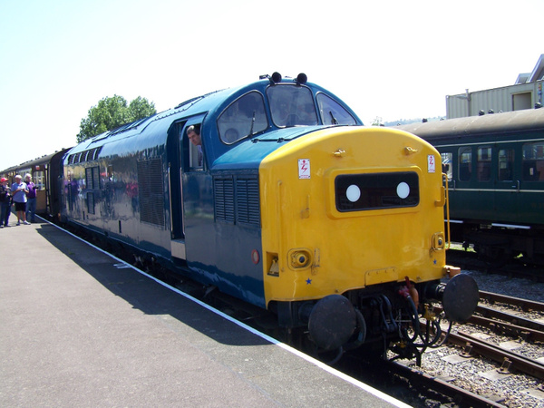 37215 Minehead 08-06-13 by AlvinKnight