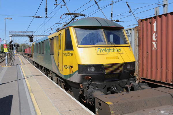 Class 90 Freightliner by AlanHC22