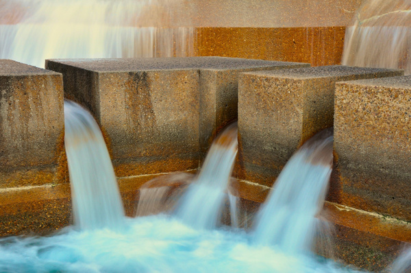 Fort_Worth_Water_Gardens,_f-20,_1-3s by ArtCooler