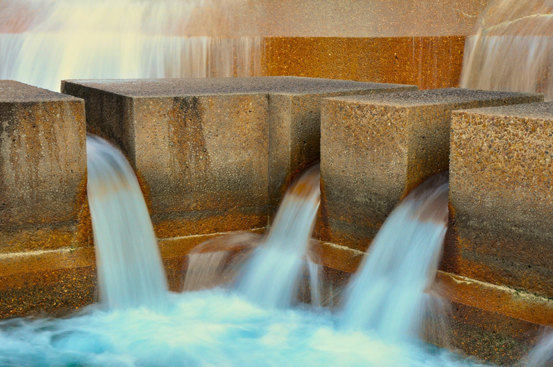 Fort_Worth_Water_Gardens,_f-20,_1-3s