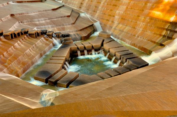 Fort_Worth_Water_Gardens,_f-25,_0.40000s by ArtCooler