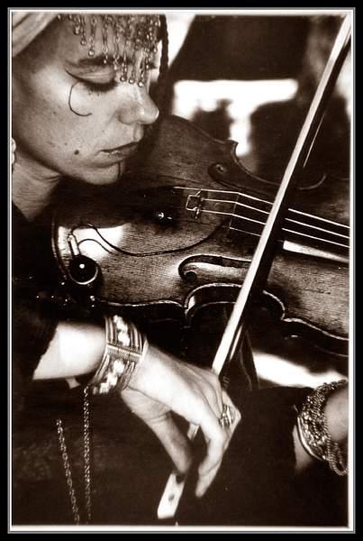 Gipsy with violin