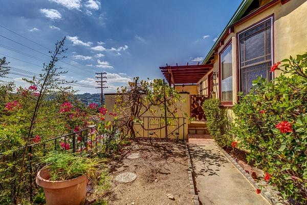 4415 Ellenwood Dr Los Angeles-large-008-23-HarAli0002Upload22-1500x1000-72dpi by Cheryl90042