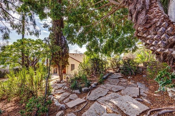 4415 Ellenwood Dr Los Angeles-large-030-22-HarAli0002Upload17-1500x1000-72dpi by Cheryl90042