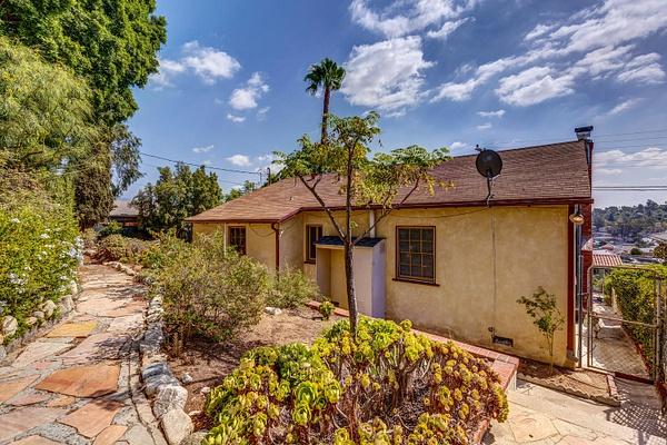 4415 Ellenwood Dr Los Angeles-large-033-12-HarAli0002Upload20-1500x1000-72dpi by Cheryl90042