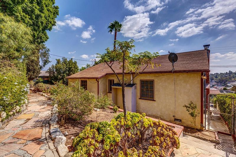 4415 Ellenwood Dr Los Angeles-large-033-12-HarAli0002Upload20-1500x1000-72dpi