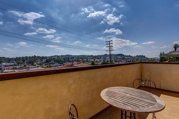 4415 Ellenwood Dr Los Angeles-large-012-14-HarAli0002Upload26-1500x1000-72dpi by Cheryl90042
