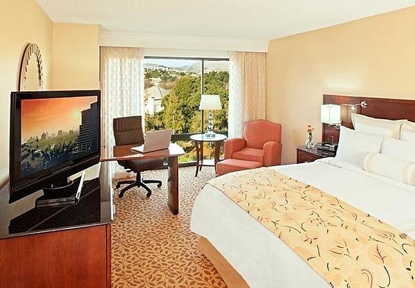 Marriott-Pleasanton-guestroom by TerryOwnes