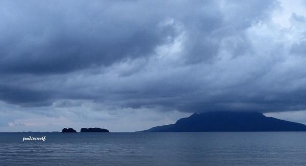 Sambawan Island by JunWolf