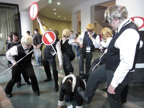 Shizuos kicking an Izaya by FhsAnimeClub