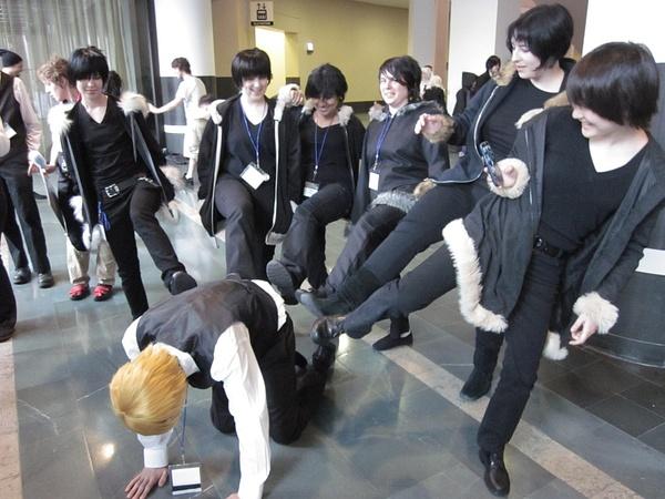 Izayas kicking a Shizuo by FhsAnimeClub