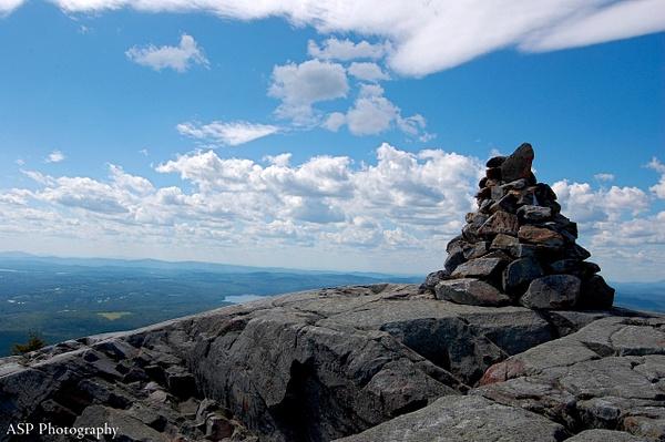 stone marker at peak-1 by amysuephoto