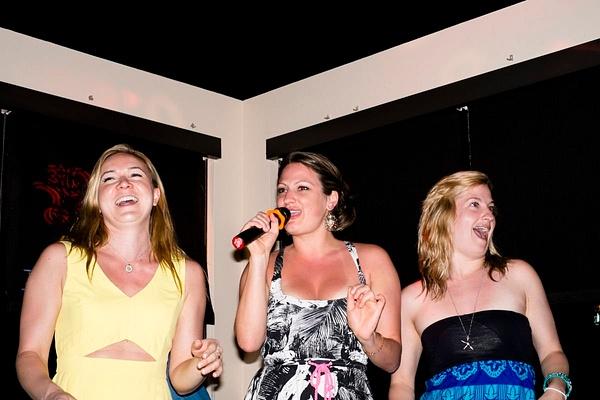 Karaoke_011 by LoreliAlviz