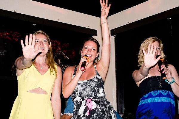 Karaoke_013 by LoreliAlviz