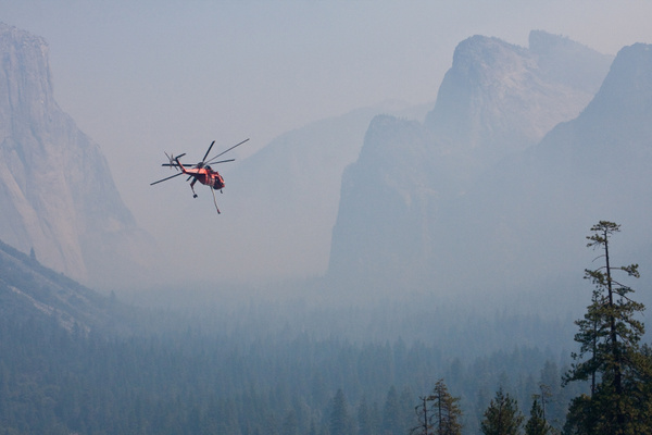 Helicopter Fighting Yosemite Fire by j0ser