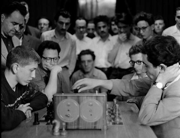 1958_Bobby_Fischer_15_ans_vs_Tigran_Petrosian_Moscow_Central_Chess_Club_30_Juin_