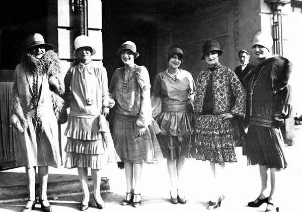 H_catwalk_yourself_1920s_opening1