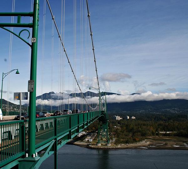 Vancouver 236  Lions Gate Bridge - auf disen Berg gehts gleich hoch by StefsPictures