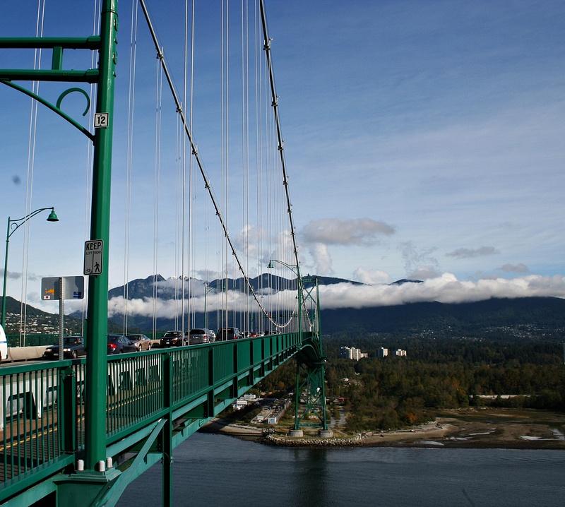 Vancouver 236  Lions Gate Bridge - auf disen Berg gehts gleich hoch