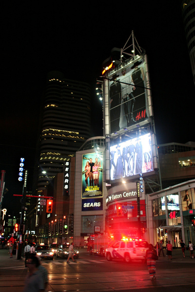 Toronto_DundasSquare_326 by StefsPictures