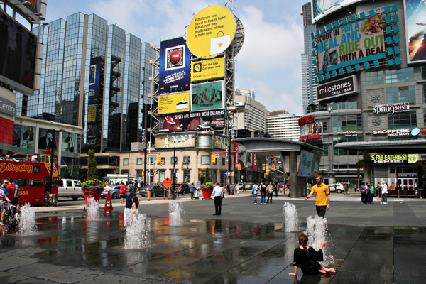Toronto_DundasSquare_124 by StefsPictures