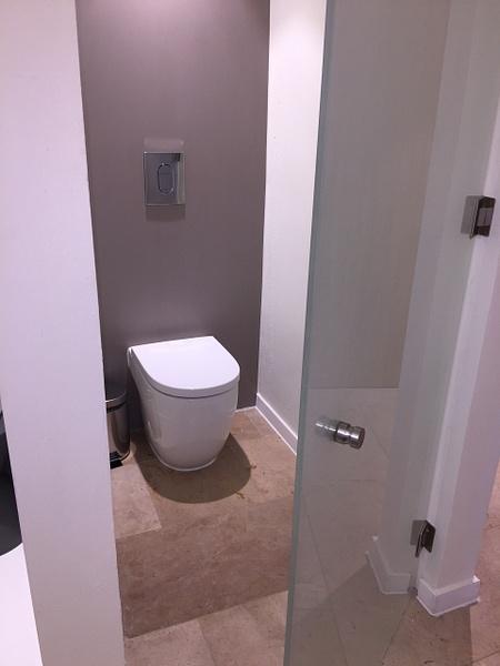 Toilet stall by Lovethesun
