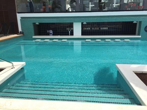 Swim up bar by Lovethesun