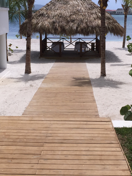 Beach access between BH 1 and BH 2 by Lovethesun