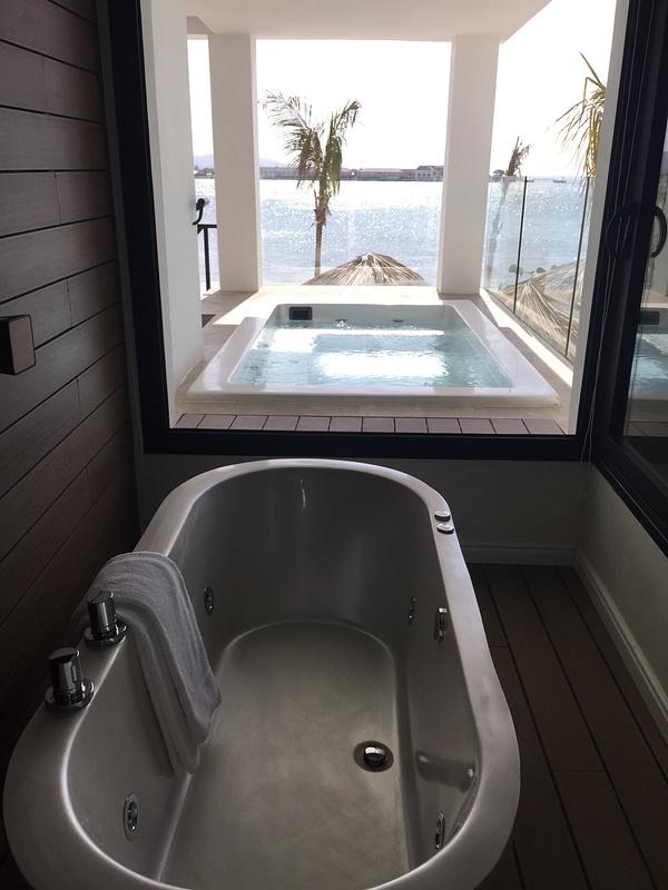 Beach House soaking tub
