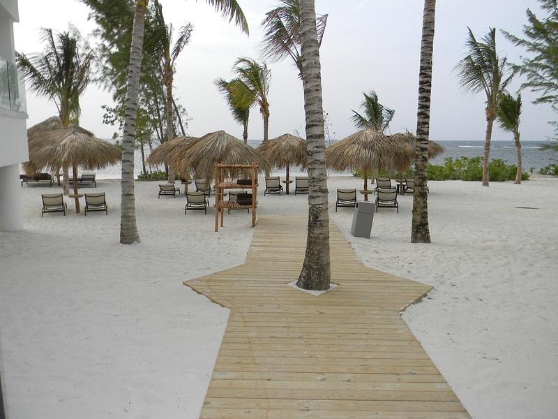 Walkway to beach behind Beachhouse 6