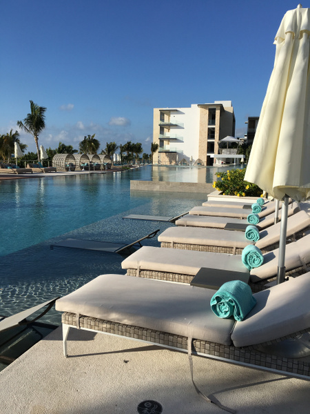 Main pool by Lovethesun