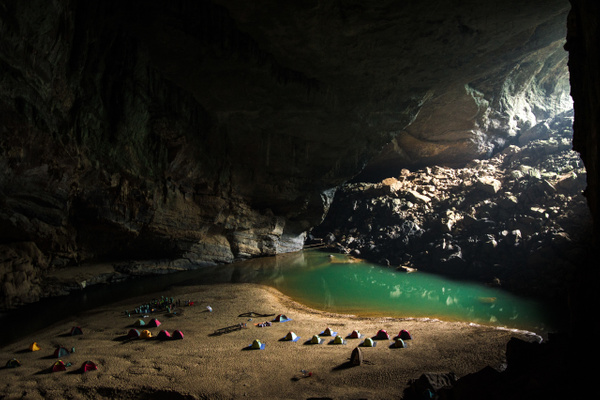 Hang En Cave Camp Site by Buutopia