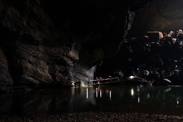 Hang En Cave by Buutopia