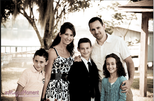 Family Portrait Photography , they have agency of highly skilled,very talented and experts of technical photographers. by Amagicmoment