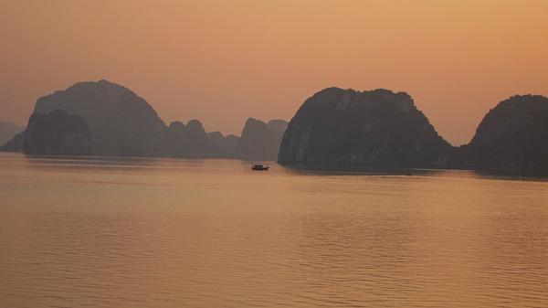 Halong Bay by SteveSimrin