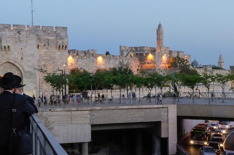20130425F-JerusalemStreetsAtDusk-4