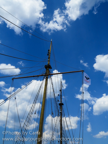 E Kajsamoor 2 masts by Carra Riley