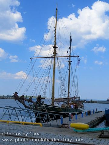E schooner Kajsasmoor by Carra Riley