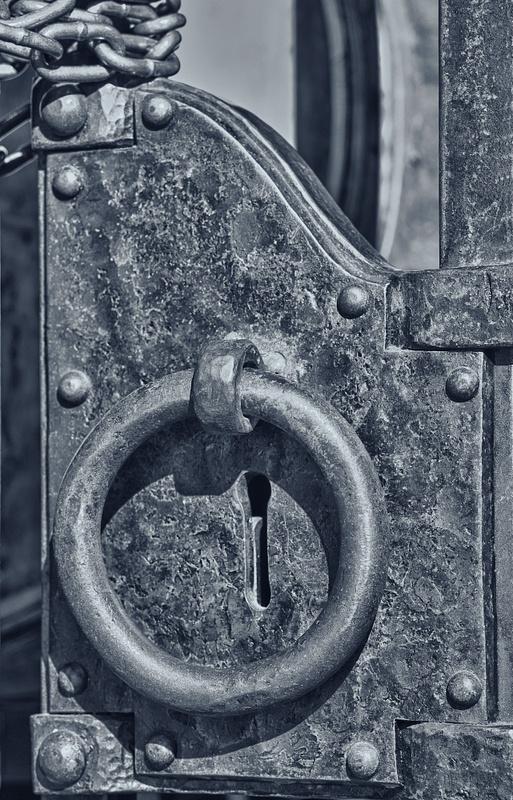 4.Keyhole