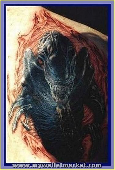 alien-tattoo-on-man-right-shoulder